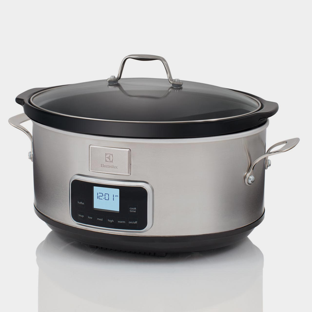 Slow Cooker is in tempered glass and has a ceramic casserole