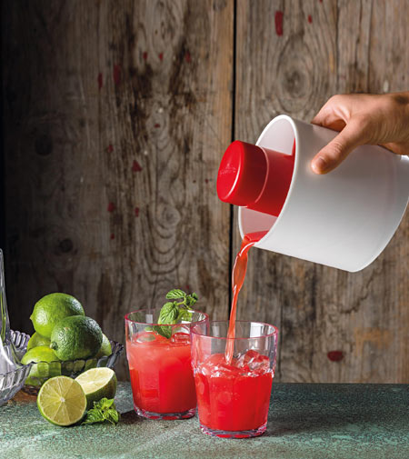 Squeeze Press by Fratelli Guzzini, the hand operated squeezer/juicer