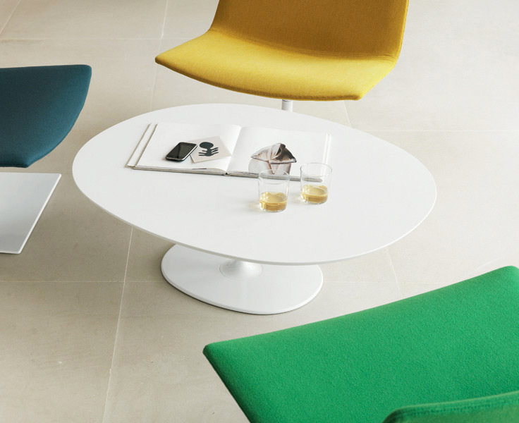 Tables and low tables with a versatile soul, they can be used both in domestic environments and in public spaces. Their clean and simple shapes are in line with Arper's tradition, and the frames...