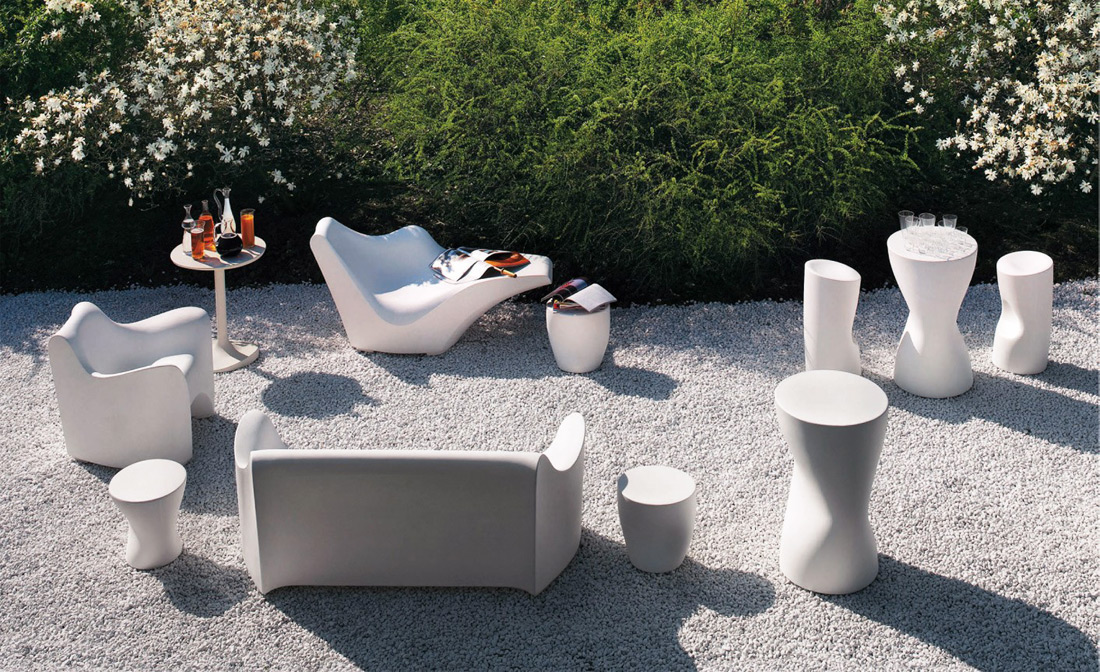 This is piece is first designed by Japanese designer Tokujin Yoshioka. Tokyo Popo is a range of outdoor furnishings.  Armchair, sofa, chaise-longue are all made of plastic through rotational...