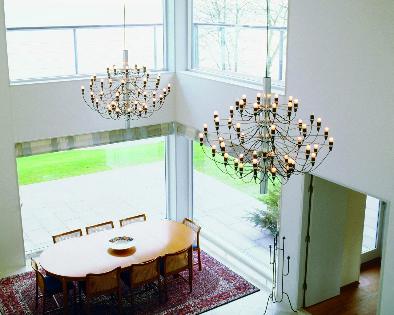 This chandelier is a design icon in its own right. Designed by Gino Sarfatti, one of the forerunners of lighting design Made in Italy. Throughout his career, Gino Sarfatti has designed more than...