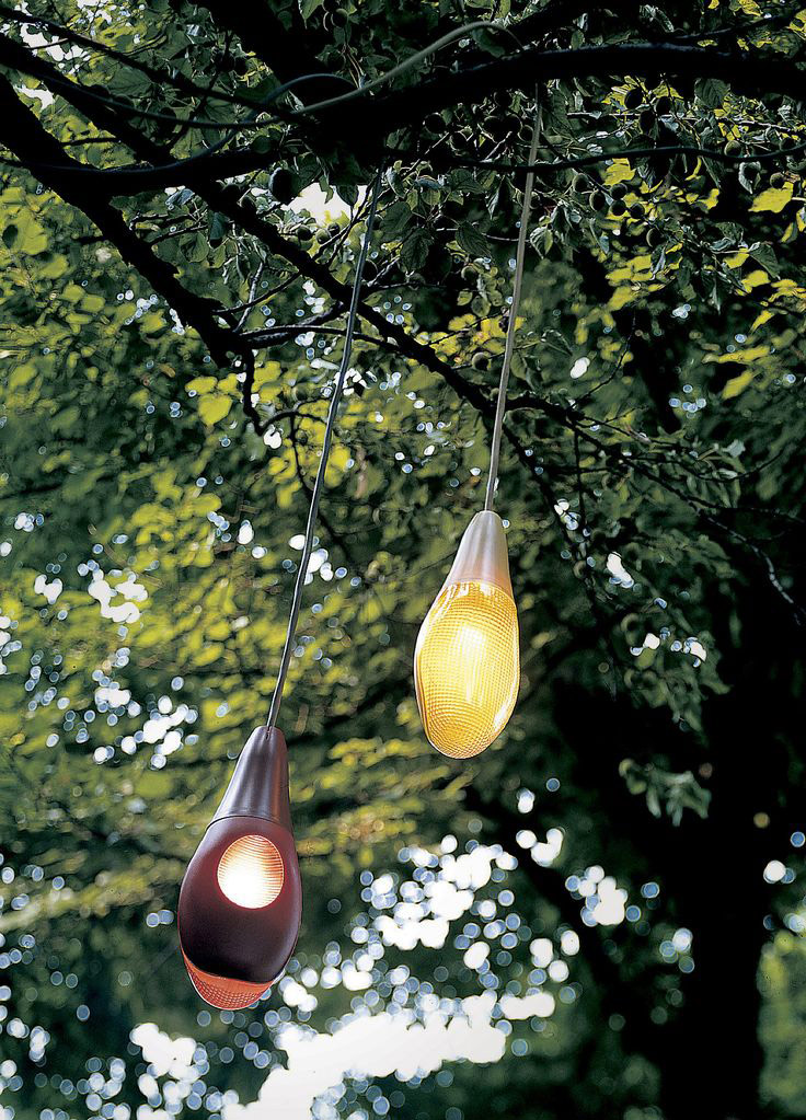 Pod Lens is inspired by the shape of flower buds. Made entirely of polycarbonate, this lamp is suitable for outdoor use, to be hanged on a tree, mounted on a wall or also used as a floor lamp wi...