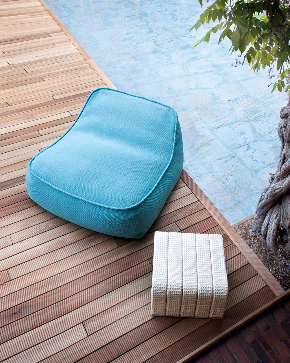 This unconventional ottoman is padded in polystyrene spheres. Its ergonomic design moulds seamlessly to any body type