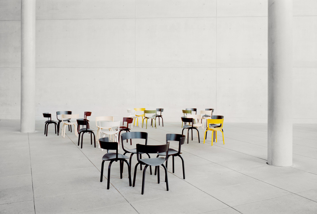 With an eye to Thonet's established aesthetic, the designer Stefan Diez has thought of a chair inspired by the iconic pieces of this brand. What's more, Diez has made aesthetics and technology...