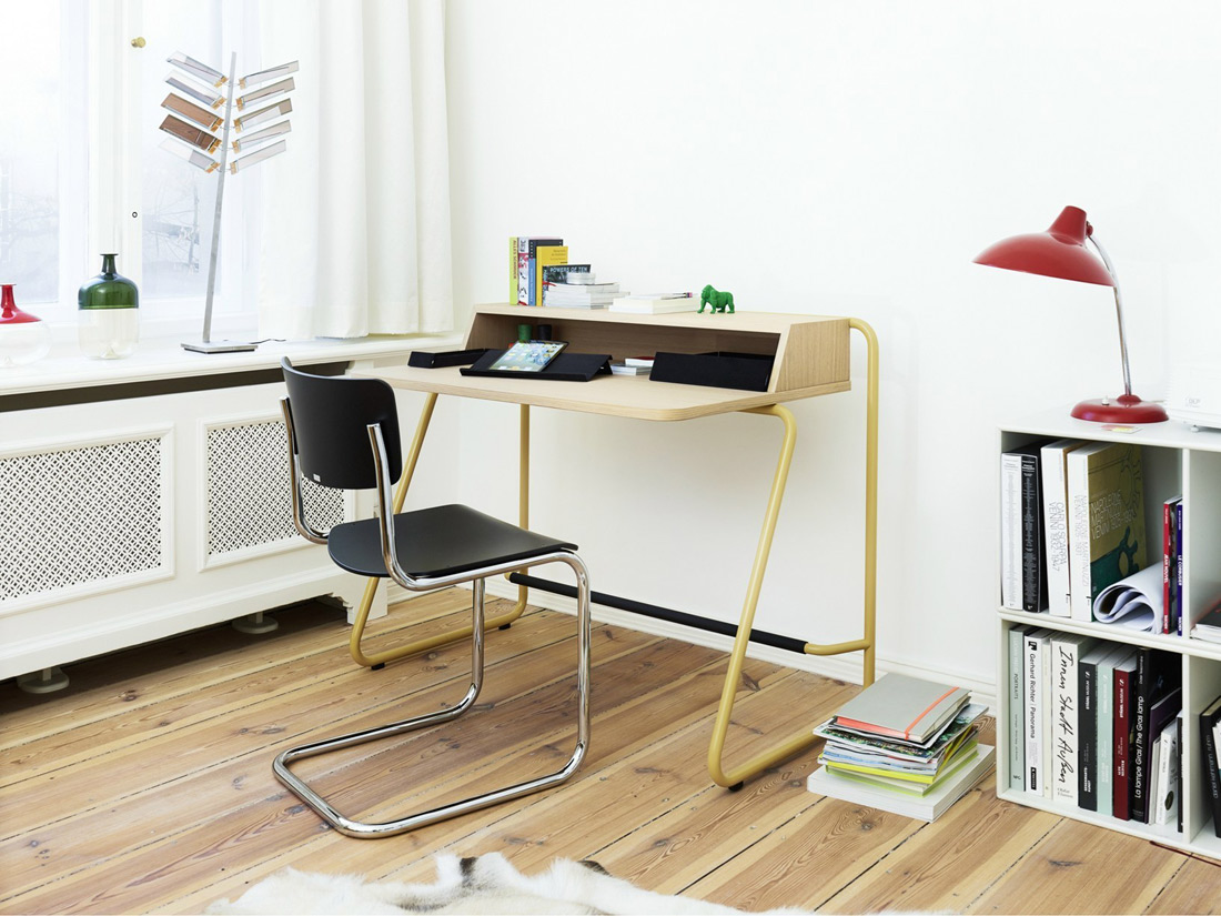 S1200 is a writing desk, compact in size, designed to adapt to small spaces. Tubular steel frame, its incline has been especially designed to help users stand up in total comfort. S1200 is fitte...