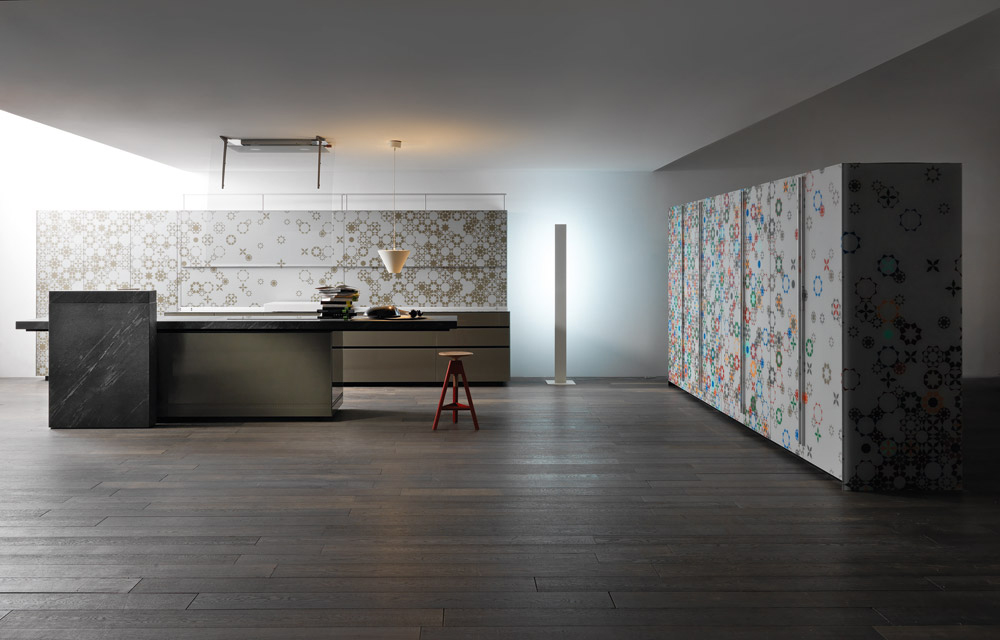 Valcucine's kitchens can integrate different systems such as the back panel of the New Logica System (a modern storage space) and doors from the Artematica Vitrum Arte system. Its design is...