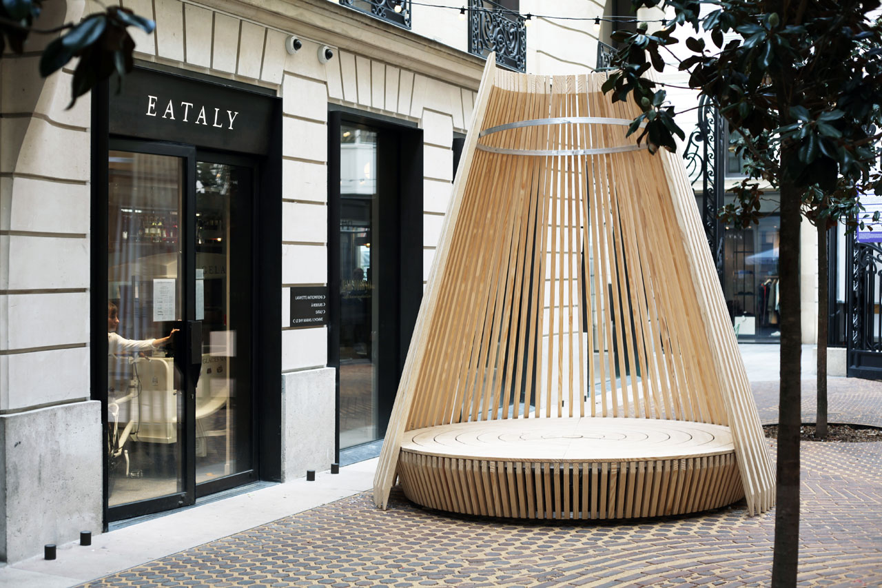 Hut, the eco-friendly wooden nest designed by the architect and designer Marco Lavit for Ethimo
