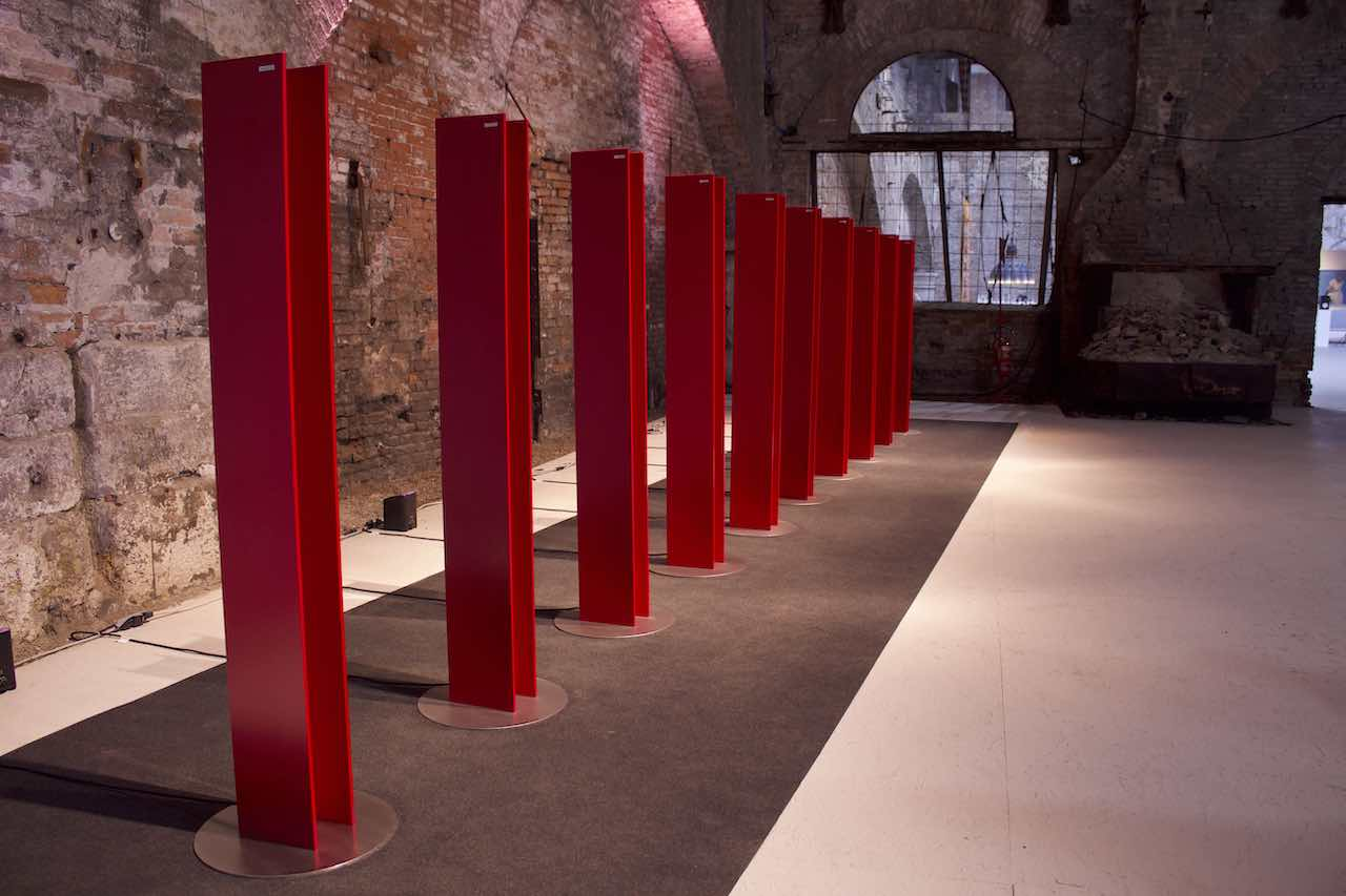 L'installazione delle 10 T Tower di Antrax IT all'Arsenale a Venezia