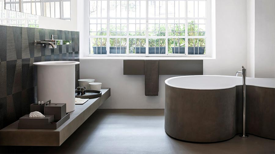 Bathtub and washbasin with a curved silhouette