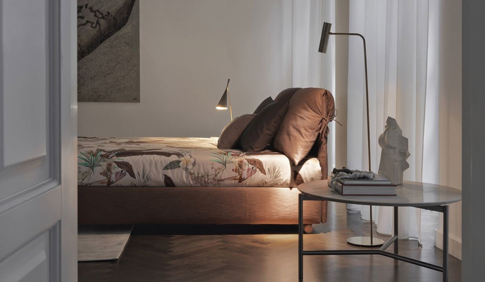 Nathalie bed, design Vico Magistretti 1978, Flou