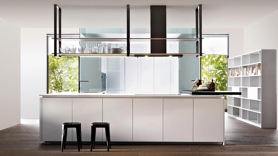 A freestanding island, the new convivial kitchen