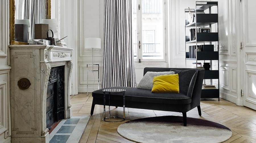 Chaise longue + fireplace = a classic combo