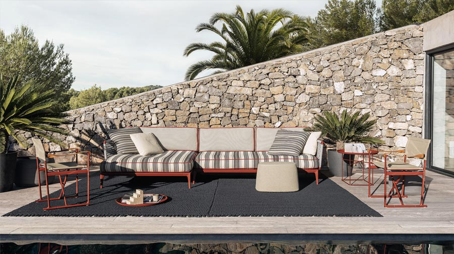 Anthracite and rust: outdoor elegance