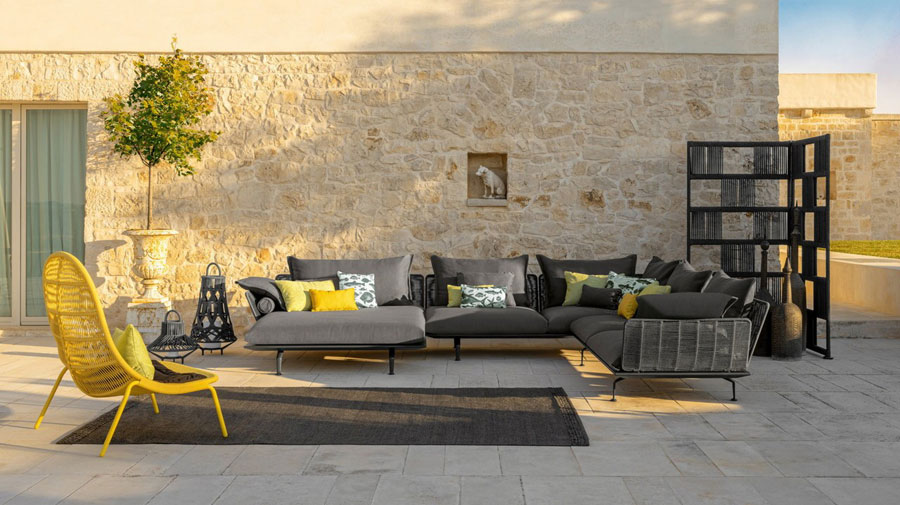 Yellow and gray, the perfect metropolitan outdoors