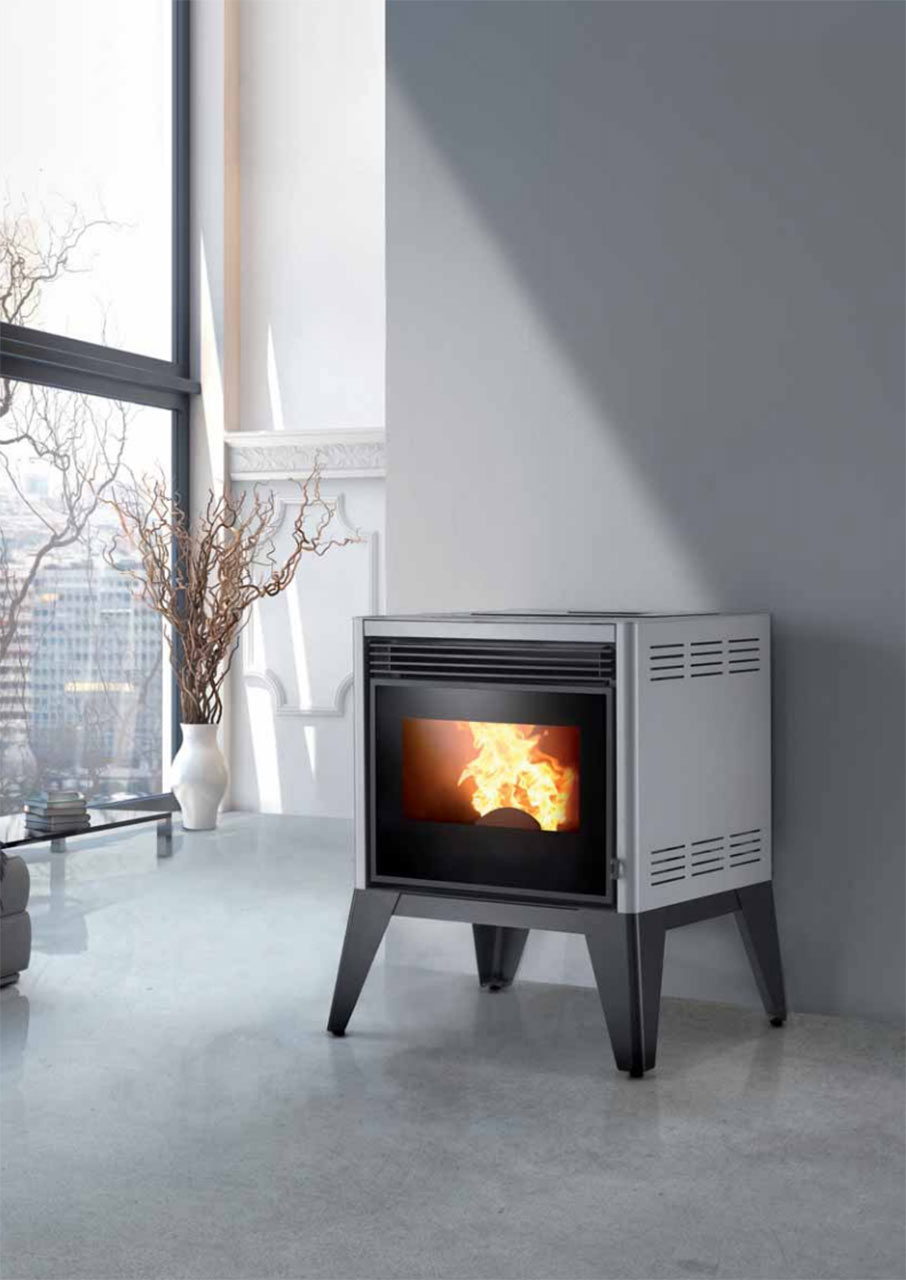Ronde pellet stove by Caminetti Montegrappa