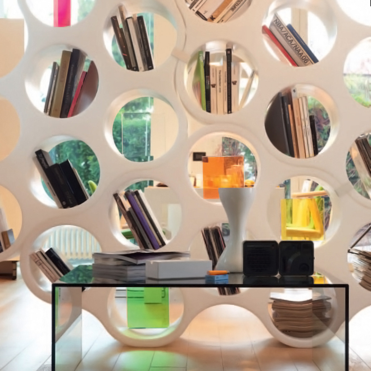 Bookcase and room divider in one, Cloud is double-sided. Design Erwan e Ronan Bouroullec, Cappellini 2004.