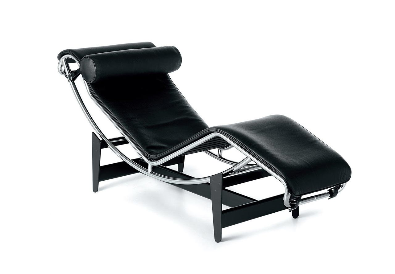 LC4 chaise-longue in either white leather or hide