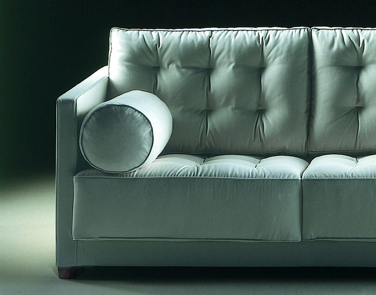 Tufted sofa le canap by flexform images for Le canape flexform