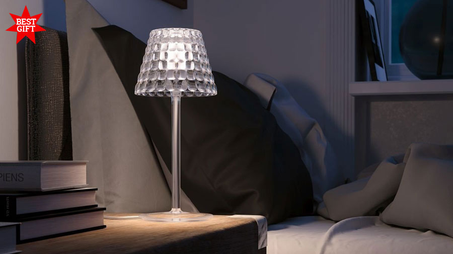 Tiffany by Guzzini, a rechargeable lamp that creates warmth