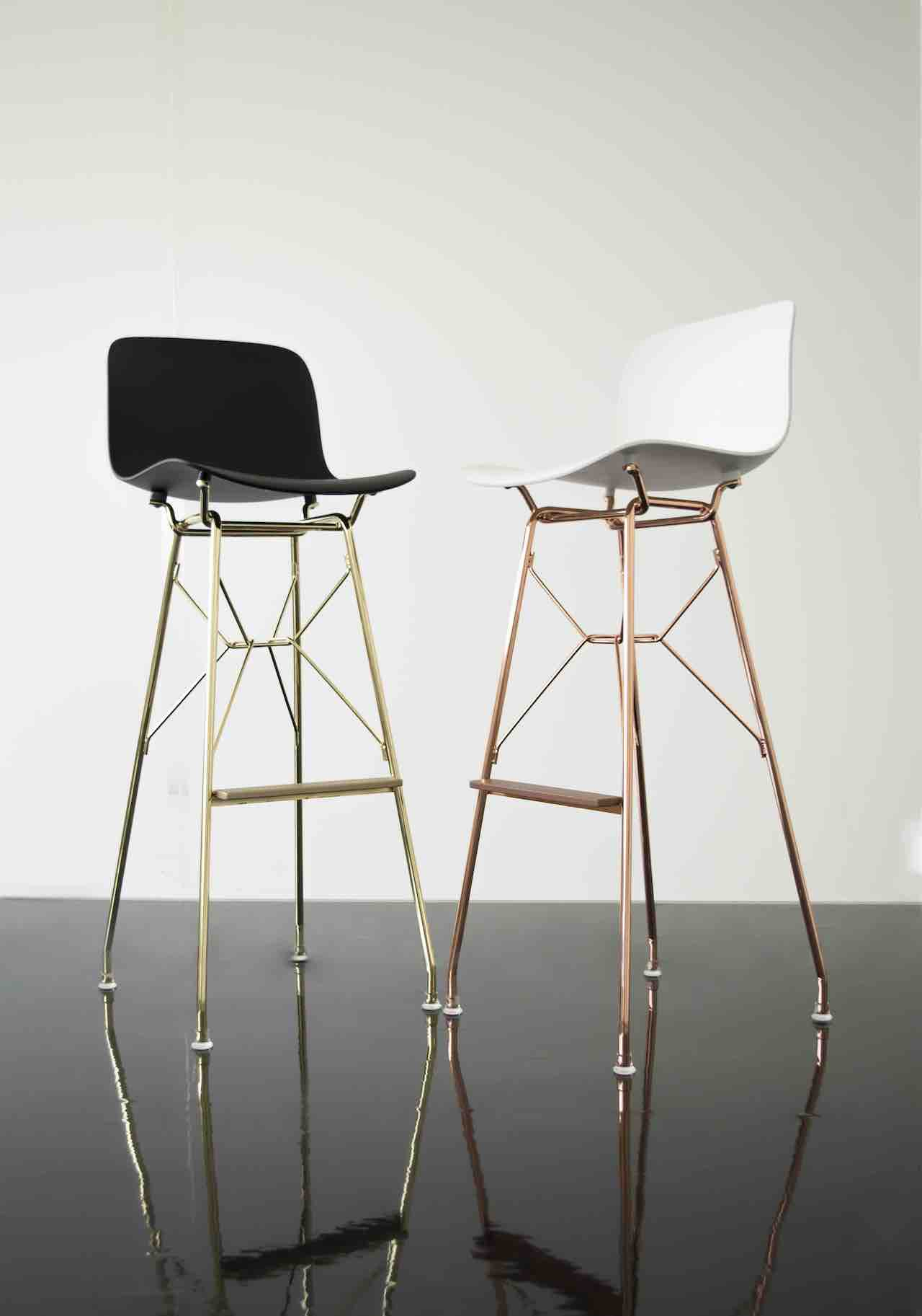 The Troy stool in the version with the golden or copper frame