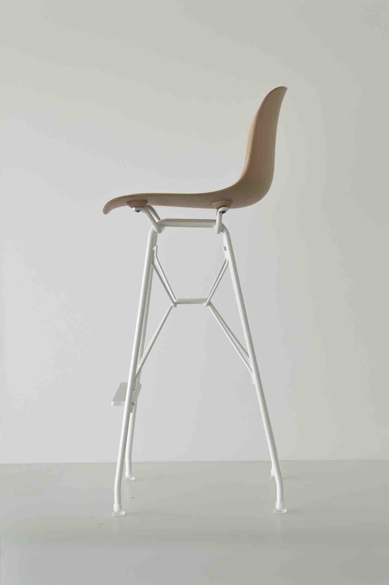 The Troy stool with the seat in beech plywood and a structure painted in white polyester. Design Marcel Wanders, Magis 2018.