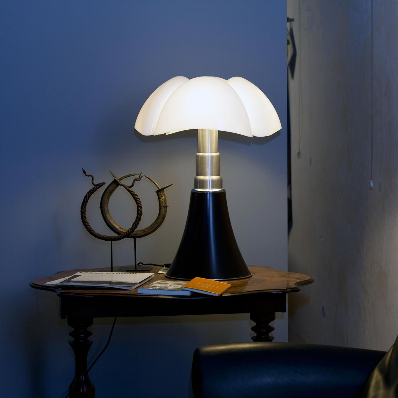 Pipistrello: the life of an iconic lamp