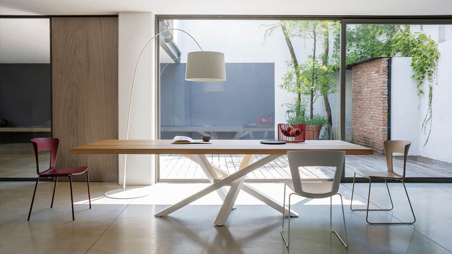 Shangai by Riflessi, the table which dances the twist