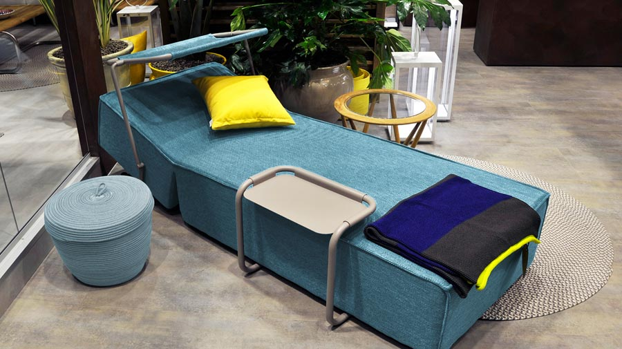 the outdoor daybed for simple relaxation