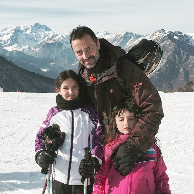 Fabio Novembre skiing with his daughters, Verde and Celeste.