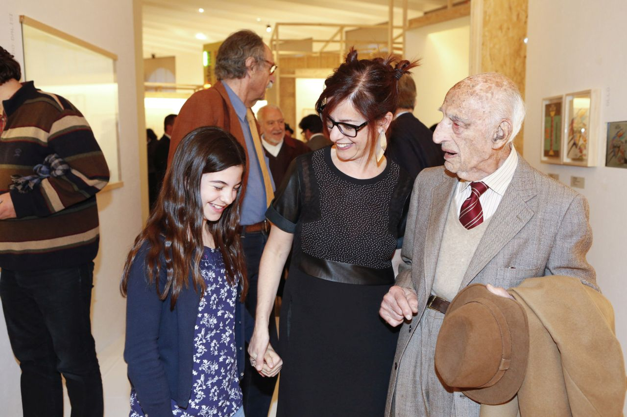With her daughter Caterina and Gillo Dorfles in the occasion of the opening of the exhibition Il design italiano oltre le crisi (The Italian design beyond the crisis). Autarchia, austerità,...
