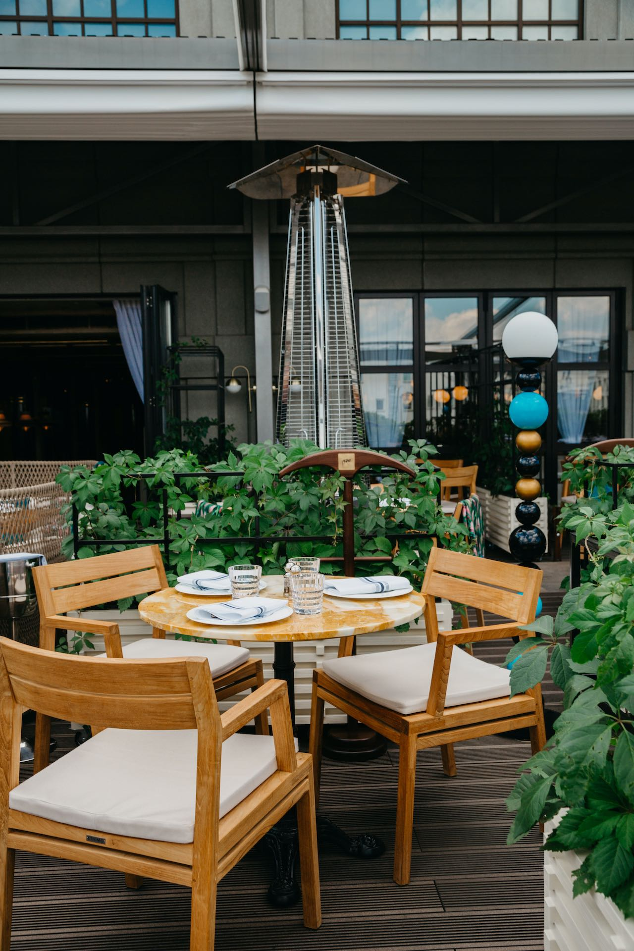 Buro Tsum restaurant, Moscow. Outdoor furniture by Ethimo.