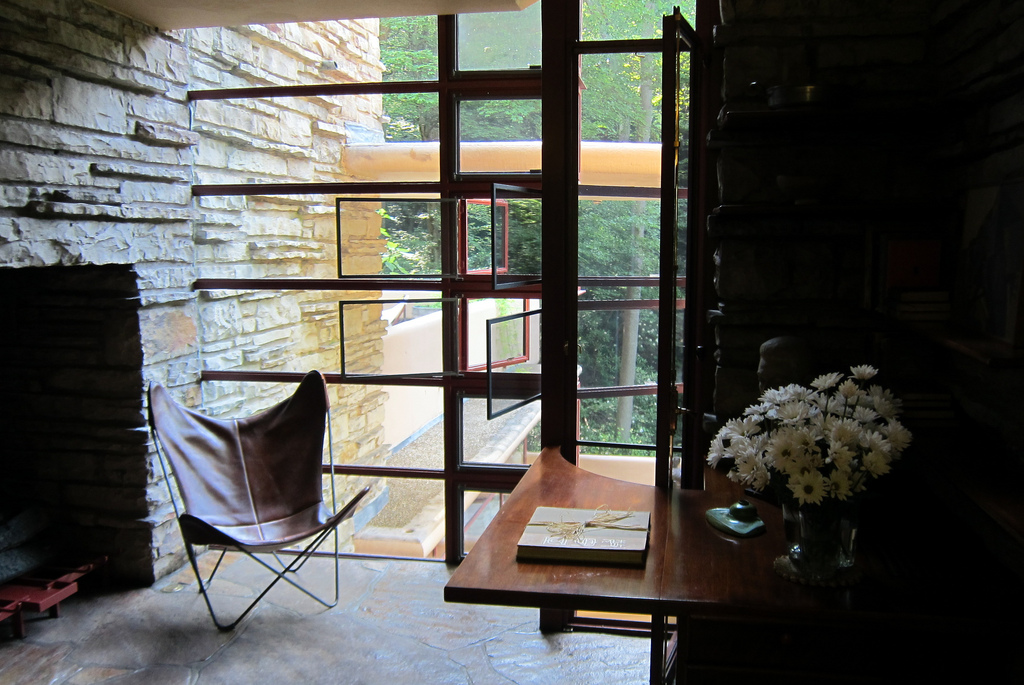 fallingwater beedroom