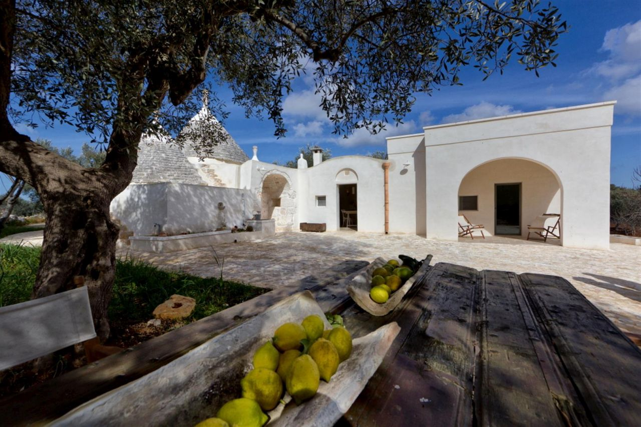 Trulli houses in Puglia, welcome to the sunshine!