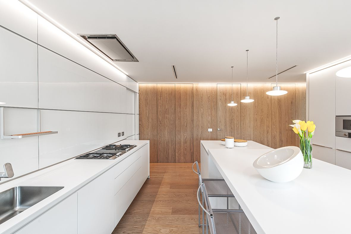 Bulthaup kitchen, appliances Gaggenau, lamps Lenticchia by Viabizzuno.