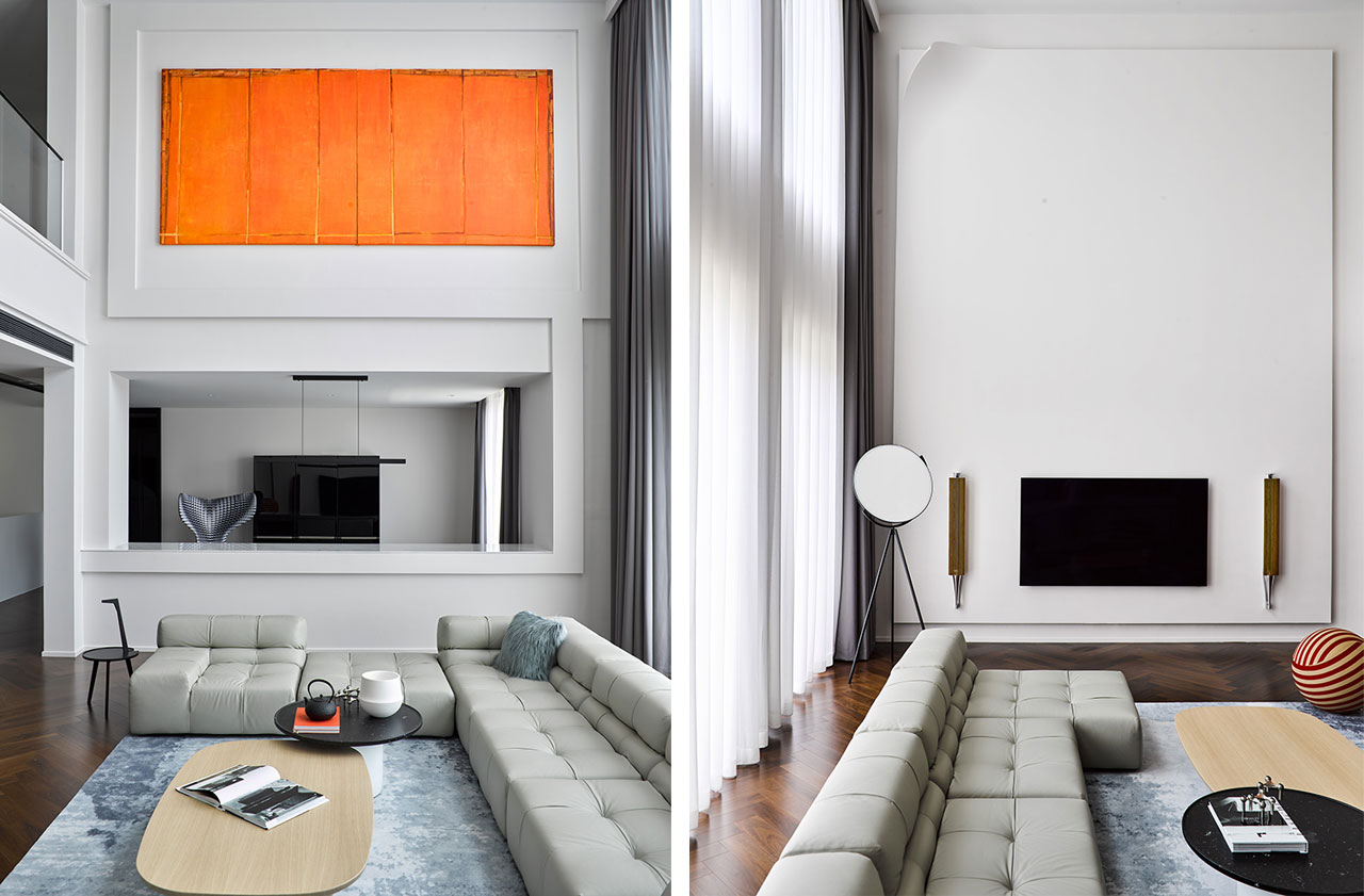In the center of the double-height living room a composition of Tufty-Time sofas