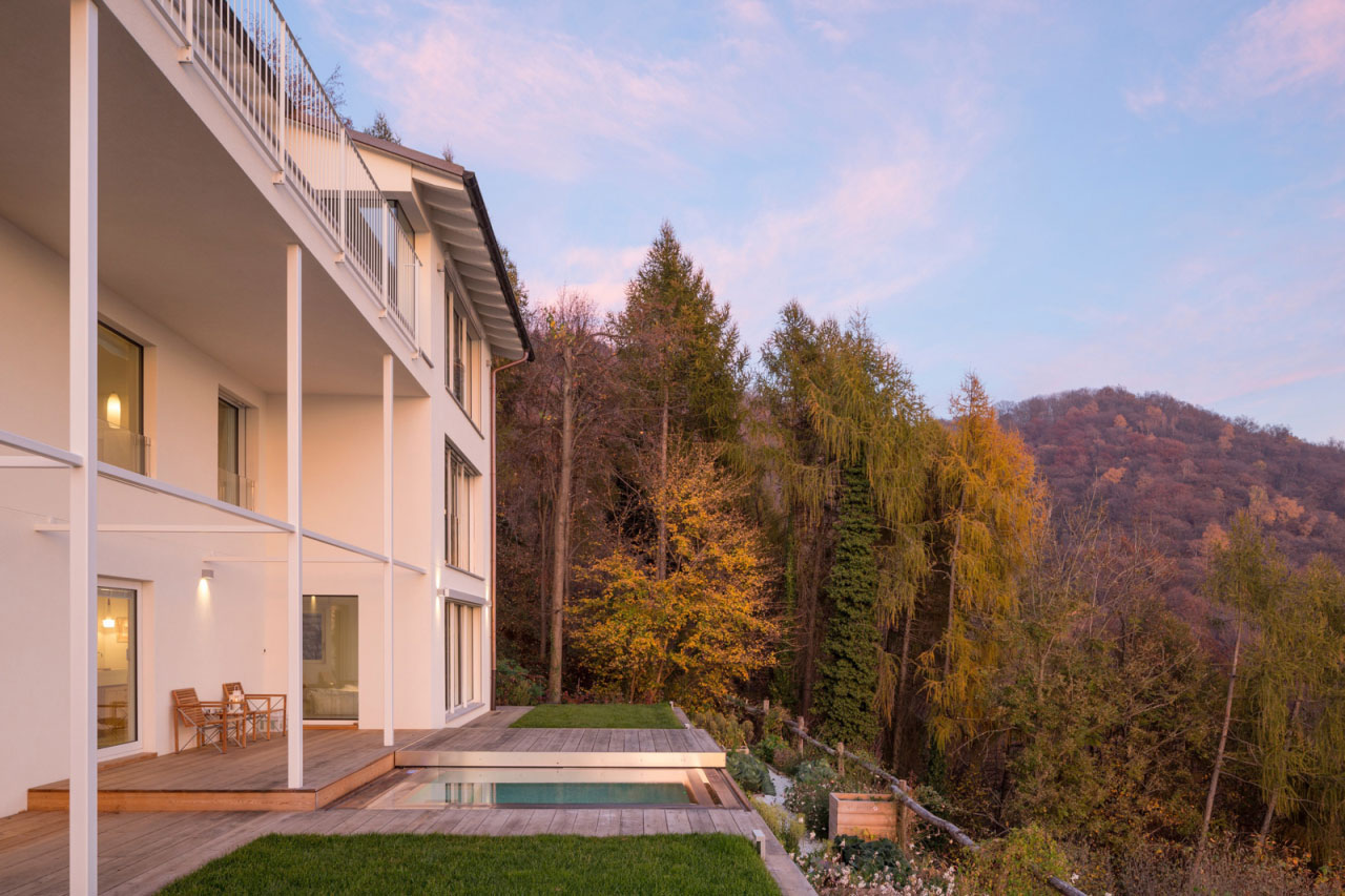 villa with views over lugano lake with a tiny terrace with a mini-swimming pool.