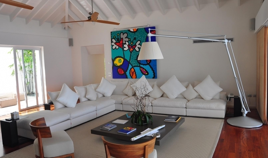 A connoisseur of contemporary art, our owner started the collection for this villa with a pop-art painting by Brazilian artist Romero Britto . To the left, you can catch a glimpse of the inner...
