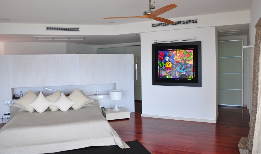 The owner's large master bedroom. Guests have other two bedrooms, both of them with an en-suite bathroom.
