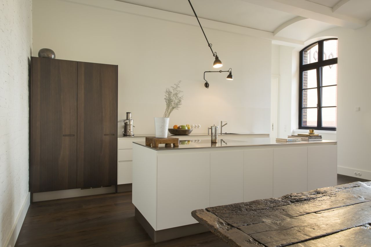 Varenna kitchen and od wooden dining table