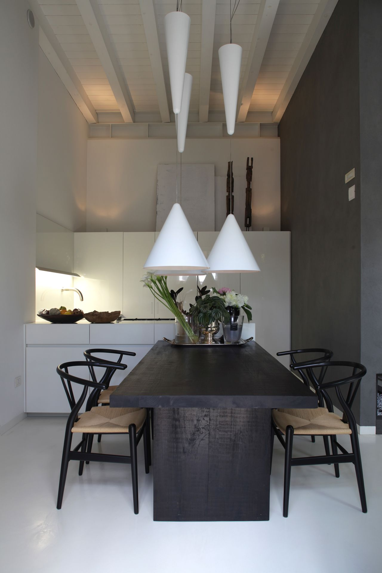 Kitchen Fly by Modulnova, chairs CH 24 by Carl Hansen