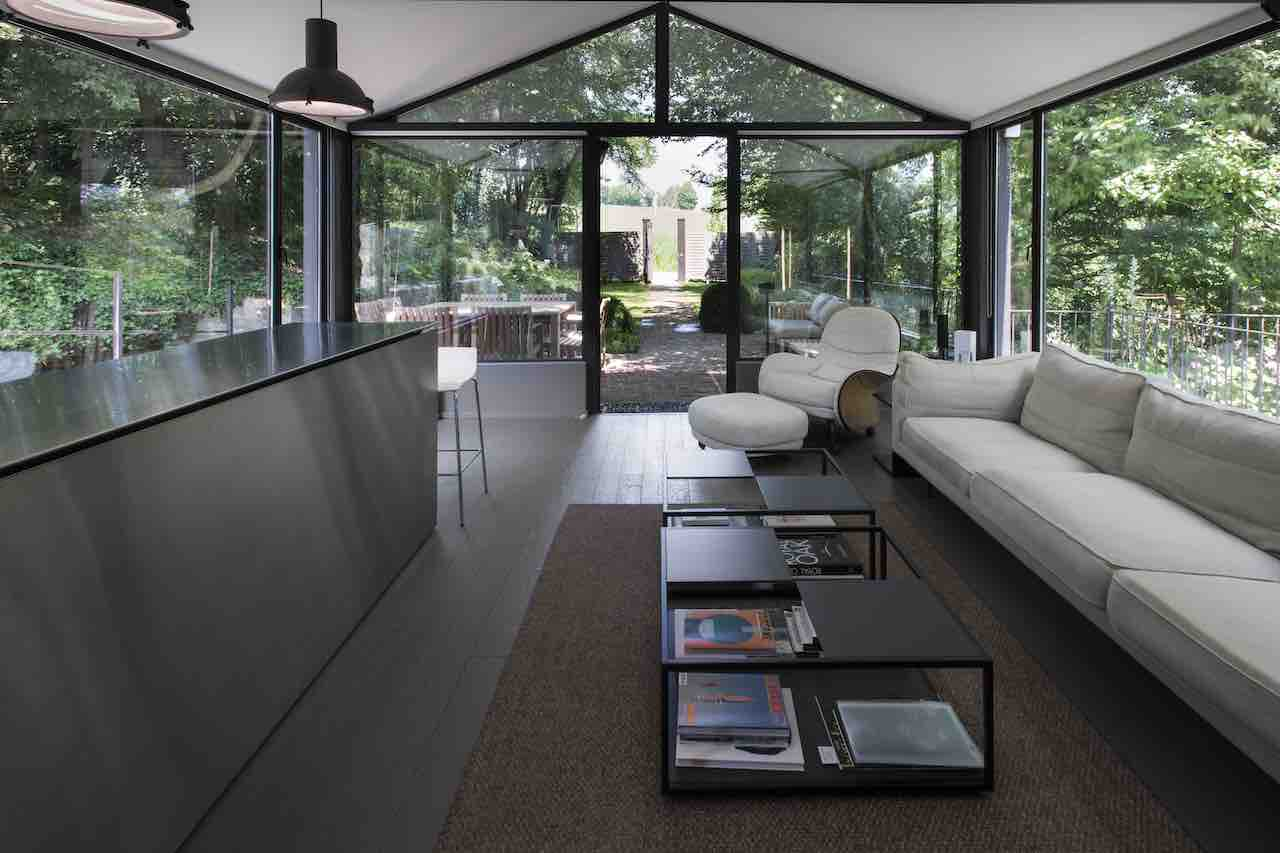 ISquare '16 sofa by De Padova is the focal point in the Glass House