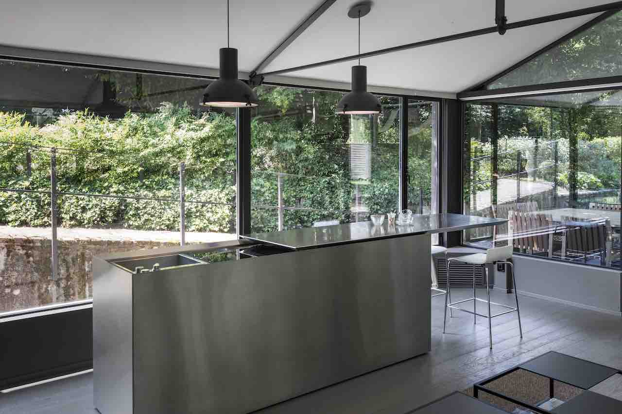 "The K2 ""cube-kitchen"", a self-contained structure in stainless steel by Boffi Kitchens"