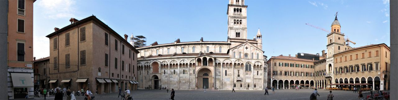 Panoramic view of the Piazza Grande, Modena.