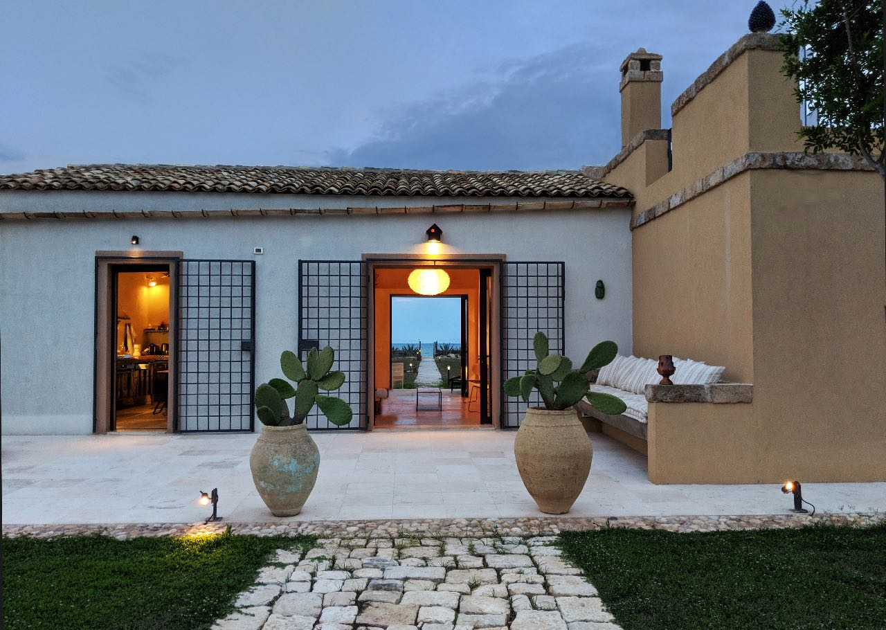 From dilapidated building to spectacular seafront property in Sicily
