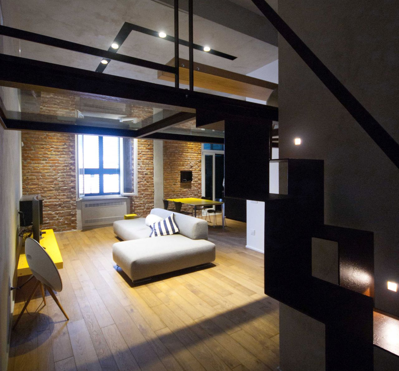 Renovation: seaside loft apartment