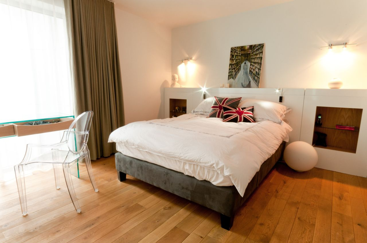 In the bedroom; neutral tones and a relaxing feel. For a splash of colour: Union Jack scatter cushions.