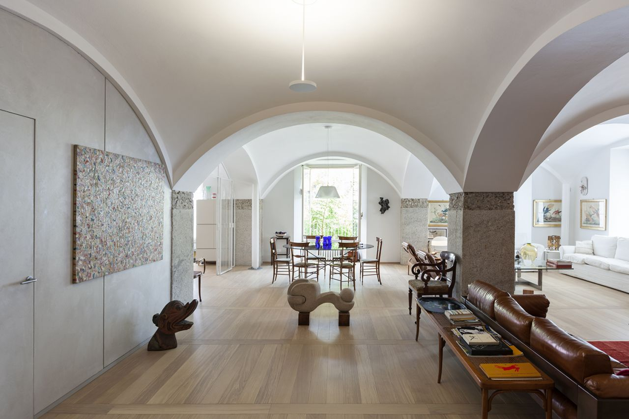 Refurbishment of an apartment in an old granary in Darsena, Milan