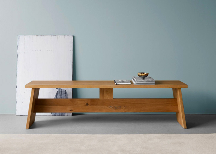 Large in shape and proportions, Fayland table wasdesigned to refurbish a private house in the English countryside, Fayland House, designed by Chipperfield himself.