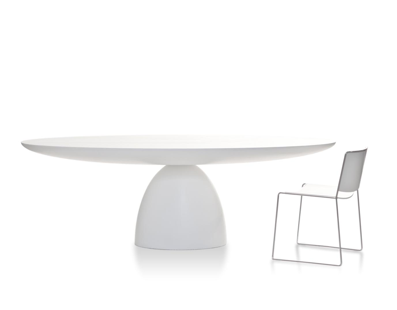 The three female designers of Front designed a refined, sculptural table where the base and the top have a bold design. Ellipse: two self-supporting ellipses form a table with plenty of space...