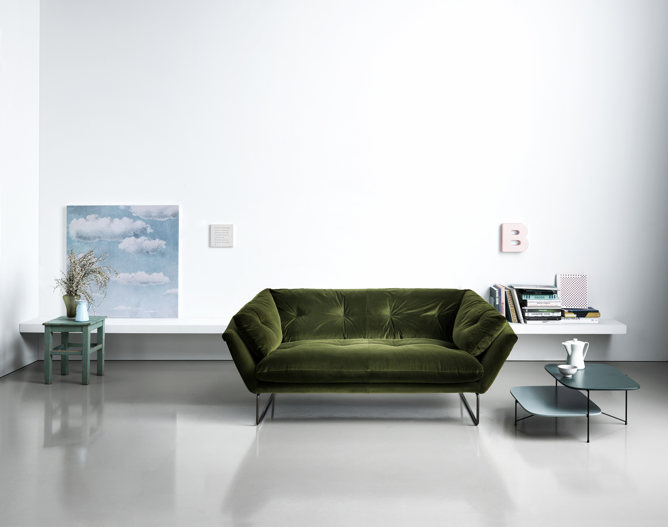 New York is a three-seater sofa with an extra soft frame, hexagonal-shaped silhouette and lightweight frame. The result of this concept is a sofa with an urban aesthetic with clear references to...